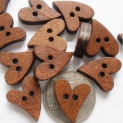 5 boutons forme coeur bois 20 mm