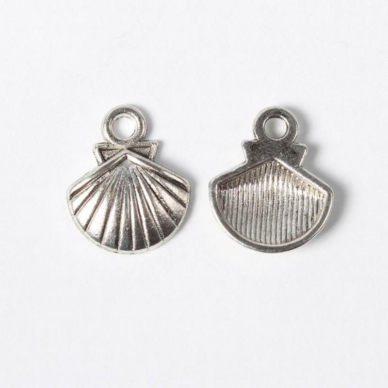 Pendentif forme Coquille Saint Jacques métal argent vieilli, 14 x 12 mm  métal couleur argent vieilli
