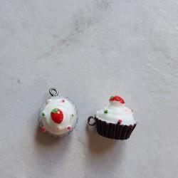 Breloque cupcake en résine marron et blanc
