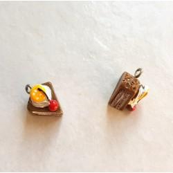 Breloque cupcake en résine part gateau marron jaune et rouge