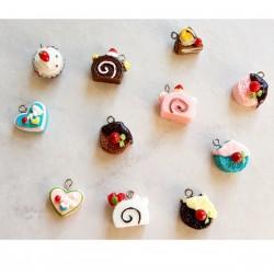 11 Breloques cupcake en résine tranche, coeur, rond...
