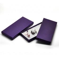 Boîte à bijou ou breloque de forme rectangulaire violet métallisé