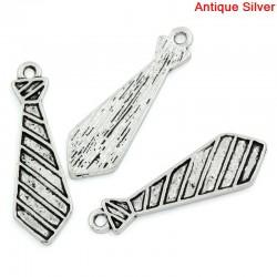 Pendentif forme de cravate pour charme, bijou fantaisie, décor, couleur argent vieilli