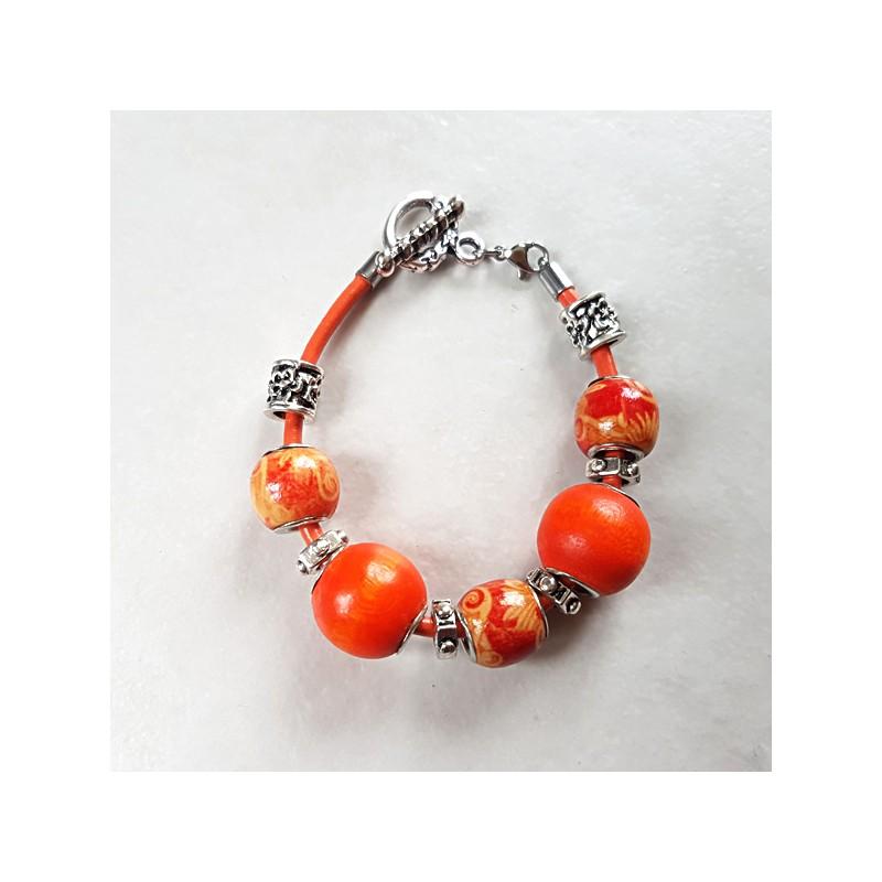 Bracelet style Pandora perles bois ethniques orange et cordon cuir